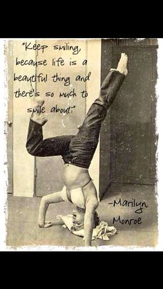 Vintage Celebrity Yoga Watch: Marilyn Monroe's diet revealed - DownDog Diary Yoga Inspiration, Frases Yoga, Citations Yoga, Beau Message, Marilyn Monroe Quotes, Marilyn Monroe Decor, Keep Smiling, Yoga Photography, My Yoga