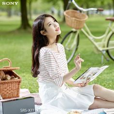 IU SONY AUDIO Iu Fashion, Korean Fashion, Korean Girl, Asian Girl, Asian Woman, Cute Animal Memes, Celebrity List, Green Theme, Pretty Asian