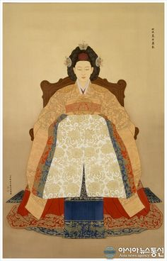 Queen Min (Min Bi), the last queen of Korea Korean Traditional, Traditional Fashion, Traditional Art, Traditional Outfits, Traditional Hairstyle, Korean Hanbok, Korean Dress, Korean Outfits, Korean Art