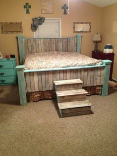 30 Chic Teal DIY Decor Ideas To Bring This Year's Trendiest Color Into Your Home Bedroom Goals, Modern Farmhouse Bedroom, Farmhouse Style, Farmhouse Ideas, Bedroom Rustic, Rustic Bed, Rustic Farmhouse, Rustic Decor, Pallet Projects