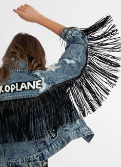 Fringed trend: you decide how to wear it - DIY Jeans - Denim Fashion Jean Diy, Looks Country, Jean Jacket Outfits, Jacket Jeans, Estilo Hippie, Denim Look, Diy Vetement, Fashion Details, Fashion Design