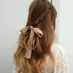 Simplesmente pirei nesse cabelo! Detalhe tão simples, mas tão lindo e charmoso!