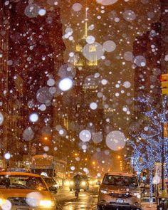 "chandlelee: ""#snow #empirestatebuilding #night #snowflakes #newyorkcity #newyork #nyc #wanderlust #newyork_instagram #nycprimeshot #nycdotgram #instagramnyc #icapture_nyc #welovethiscity #what_i_saw_in_nyc #justgoshoot #positiv_newyork #newyork_ig..."