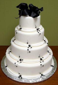 Black and white wedding cake #wedding #cake #blackandwhite #black #white #details