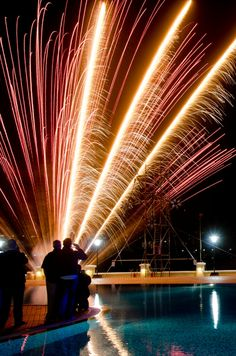 Fireworks Festival à Malte Fireworks Festival, Opera House, Building, Photography, Travel, Fireworks, Malta, Photograph, Viajes