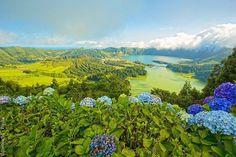 Comparateur de voyages http://www.hotels-live.com : Larchipel des Açores est un paradis pour les amateurs décotourisme et de nature intacte. Sur www.routard.com on vous présente 4 de ses îles São Miguel Pico São Jorge et Terceira riches en beautés naturelles et patrimoine historique. Photo : thecoach1 - Fotolia #leroutard #routard #portugal #acores Hotels-live.com via https://www.instagram.com/p/BDlYRgYHdyI/ #Flickr via Hotels-live.com…