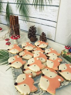Adorable fox cookies for a woodlands-inspired Fall Party.