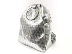 Zellia collection rostbőrből készült, divatos körfogantyúval díszített táskája ami kézi-és hátitáska ként is használható egyaránt.  Anyaga: rostbőr.  Zsebek száma: belső zsebek 3, külső zseb elől és hátul 1-1  Maximális terhelhetőség :3kg Rebecca Minkoff, Bags, Handbags, Bag, Totes, Hand Bags