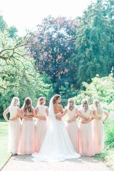 Choosing a Wedding Photographer - Wedding Moja Wedding Poses, Wedding Shoot, Chic Wedding, Wedding Bride, Wedding Bells, Wedding Stuff, Vintage Wedding Photography, Wedding Photography Styles, Cute Wedding Ideas