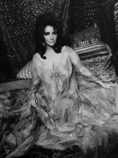 Lot: Photograph & Note from Elizabeth Taylor, Lot Number: 0483, Starting Bid: $750, Auctioneer: Palm Beach Modern Auctions , Auction: Lagerfeld + Liz: Modern Design, Date: January 11th, 2014 EST