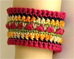 crochet cuff - love crochet or knitted jewelry ideas! Crochet Crafts, Crochet Yarn, Yarn Crafts, Crochet Projects, Love Crochet, Beautiful Crochet, Crochet Flowers, Crochet Bracelet, Bijoux Diy