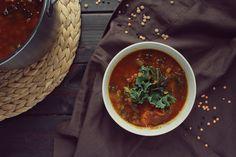 Sycąca zupa z soczewicy z jarmużem i marchewką (pyszna!)