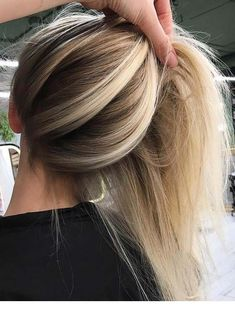 Lang blond haar Lang blond haar Related posts: Long blond hair # ideas 20 cute and light blond Balayage hairstyles # Honigblonder Balayage auf hellbraunem Haar Haarfarbe Blond Honig Herbst Low Lights 24 Ideen Hair Color Balayage, Hair Highlights, Balayage Hairstyle, Baylage Blonde, Ash Blonde, Blonde Ombre Hair, Haircolor, Blonde Highlights Underneath, Blonde Hair Dark Roots Balayage