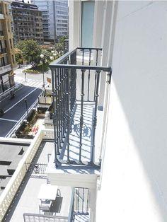 Nuestra herrería se ha encargado de la sustitución de las barandillas de los balcones del Hotel de Londres de Donostia-San Sebastián. Vistas a la Calle Zubieta y a Miraconcha.  #hotel #londres #donostia #sansebastian #concha #playa #bahia #zubieta #miraconcha #balcones  #barandillas #aluminio