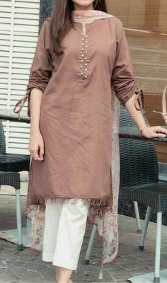 Asian Wedding Dress Pakistani, Pakistani Dresses Casual, Pakistani Dress Design, Pakistani Suits, Elegant Dresses For Women, Unique Dresses, Stylish Dresses, Kurti Neck Designs, Kurta Designs Women