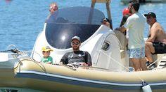 Junto a su mujer y sus hijos, disfrutó en un yate y paseó en moto de agua. - Goal.com