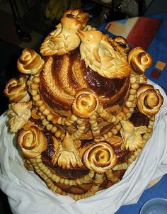 traditional ukrainian wedding bread