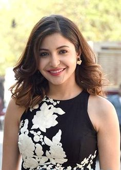 Anushka Sharma is an Indian actress and film producer who appears in Bollywood films. she is born on 1 May 1988 in Ayodhya. Anushka Sharma Biography, Anushka Sharma Movies, Anushka Sharma Images, Bollywood Actress Hot Photos, Beautiful Bollywood Actress, Beautiful Actresses, Beautiful Heroine, Bollywood Stars, Indian Bollywood