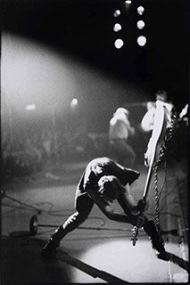 In Pennie Smith took this photo of The Clash's Paul Simonon onstage at NYC's Palladium. It went on to become the cover to The Clash album London Calling and is one of the most iconic rock photographs of all time The Smiths, Joe Strummer, Chris Cornell, Bob Ross, London Calling The Clash, The Clash Band, Elvis Presley, 40 Years Ago Today, Rock And Roll