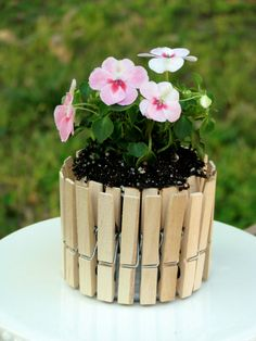 Mini Picket Fence Flower Pots from Big Bear's wife. Check out her flower cup Mini Picket Fence F Crafts For Kids, Arts And Crafts, Diy Crafts, Rustic Crafts, Diy Flowers, Flower Pots, Flower Planters, Green Flowers, Diy Planters Outdoor