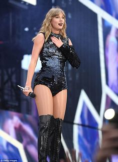 Taylor Swift stuns with sequinned looks at delivers stellar show Passionate: Sporting a drawing of her lucky number 13 on her hand, Taylor appeared touched… Taylor Swift Hot, Estilo Taylor Swift, Taylor Swift Style, Taylor Swift Concert, Lucky Number 13, Selena Gomez, Taylor Swift Wallpaper, Michaela, Taylor Swift Pictures