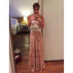 Readyyyy..... Pra quem lembra esse é o meu vestido de noiva reaproveitado, o top e o cinto foi o que usei no meu casamento. Graças a @trinitacouture conseguimos montar esse vestido trocando apenas a saia. Quero agradecer a @_elisalima que realizou esse sonho q foi eu conseguir usar meu vestido novamente! #casamentobiaelucao