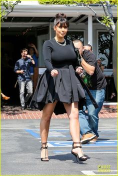 Kim Kardashian: Mauro's Cafe with Robin Antin!