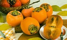 Persimmons … how do you eat yours? Persimmon Fruit, Orange Fruit, Persimmon Recipes, Tart Taste, Low Gi Foods, Veggie Recipes, Fruit Recipes, Whole Food Recipes, Snack Recipes