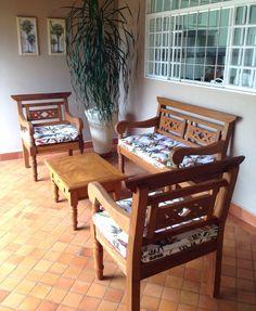 Wood Furniture Legs, Wooden Pallet Furniture, Furniture Decor, Outdoor Furniture Sets, Furniture Design, Wooden Sofa Designs, Wooden Sofa Set, Sofa Set Designs, Sala Indiana