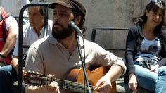 Un #chanteur dans les rues pietonnes près de la rue #Florida. Sa voix était tellement douce que je lui ai acheté son disque.