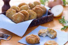 Le crocchette di carne lessa (bitterballen), sono una specialità olandese e uno snack sfizioso: polpettine di carne lessa e salsa molto saporite Antipasto, Oreo, Banana Bread, French Toast, Muffin, Appetizers, Salsa, Snacks, Breakfast