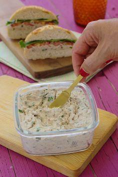 Cinco Quartos de Laranja: Pasta de atum com queijo creme Food C, Diy Food, Good Food, Yummy Food, Snack Recipes, Cooking Recipes, Snacks, Food Garnishes, Salad Dressing Recipes