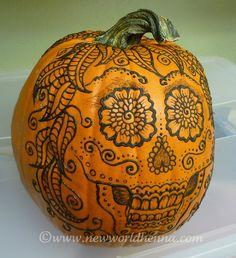 Day of the Dead pumpkin! Pop Culture Halloween Costume, Halloween Skull, Halloween Pumpkins, Halloween Decorations, Sugar Skull Pumpkin, Sugar Skull Art, Sugar Skulls, Holidays Halloween, Happy Halloween