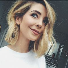 Résultat d'image pour les cheveux zoella – All About Hairstyles Wavy Hair, New Hair, Medium Hair Styles, Curly Hair Styles, Zoe Sugg, Zucchini Muffins, Fresh Hair, Hair 2018, Pretty Hairstyles