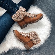 Universal Thread Lilliana Fur lined Boots size 7 Fuzzy Boots, Fur Lined Boots, Faux Fur Boots, Lace Up Boots, Leather Boots, Bootie Boots, Shoe Boots, Edgy Shoes, Timberland Boots Outfit