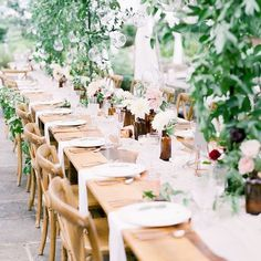 Need a little inspo for your special day? See seven of our favorite wedding table decorations that are in vogue right now.