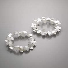 like cherry blossom petals Contemporary Jewellery, Modern Jewelry, Boho Jewelry, Jewelry Art, Silver Jewelry, Jewelry Accessories, Jewelry Design, Unique Jewelry, Schmuck Design