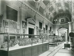 Mummified Bull in Dexter Hall, the New-York Historical Society, before the Egyptian collection was transferred to the Brooklyn Museum in 1937. NYHS Image #85440d.