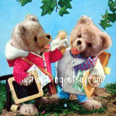 Een persoonlijke favoriet uit mijn Etsy shop https://www.etsy.com/nl/listing/490836338/vintage-60s-cute-bears-postcard