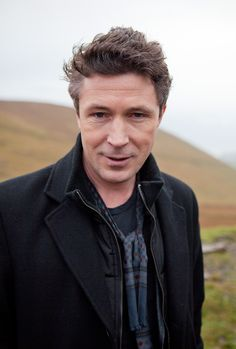 The 49-year old son of father (?) and mother(?), 178 cm tall Aidan Gillen in 2017 photo