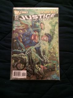 Justice League 2011 issue 2.
