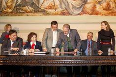 Tarso Genro assinou na segunda-feira (23) uma notificação extrajudicial oficializando a decisão de não prorrogar os atuais contratos com as empresas do programa de concessões de rodovias. Além disso, o documento antecipa o término das concessões do segundo para o primeiro trimestre de 2013.