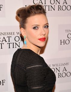 Scarlett Johansson attends the 'Cat On A Hot Tin Roof' Broadway opening night after party at The Lighthouse at Chelsea Piers on January 2013 in New York City. Scarlett Johansson, Dolce & Gabbana, Scarlett And Jo, Beauty Lookbook, Hollywood Walk Of Fame, Hollywood Stars, Hollywood Celebrities, Red Lipsticks, American Actress