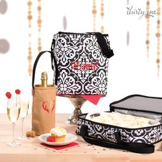 When the cupcakes are just too pretty to smudge, tote them in a Perfect Party Set.
