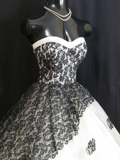 Vintage 1950's 50s STRAPLESS Black Lace White von VintageVortex