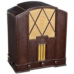 Telefunken 343 WL Radio, 1932 5-valve receiver, mains-operated, integral loudspeaker, attractive bakelite case, original mounting, good condition. Condition: (2–3/–)