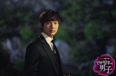 Ji Hyun Woo (Kim Boong Do, Queen In-Hyun's Man). <3 BTW. I loooove this drama ^^