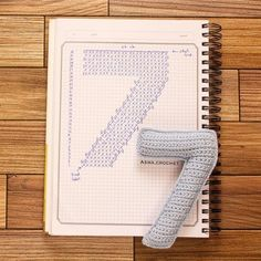 Crochet your own numbers – maysoondo crochet huis Crochet Alphabet, Crochet Letters, Crochet Symbols, Crochet Diagram, Crochet Chart, Crochet Motif, Crochet Stitches, Crochet Game, Love Crochet