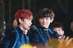 When will someone look at me the way Chanyeol looks at Baekhyun Park Chanyeol, Baekhyun, Exo Chanbaek, Exo Couple, Exo Memes, Kpop, Music Awards, Pretty Boys, Mom And Dad