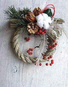 クリスマスですがしめ縄リースなどの新作アップのお知らせです。久々のアップでショップの更新に手間取り気がつくともう夕飯の支度の時間!とりあえずコメントなし画... Christmas Traditions, Christmas Themes, Christmas Decorations, Holiday Decor, Diy Christmas Gifts, Christmas Wreaths, Japanese Ornaments, Modern Wreath, Winter Bouquet